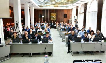 ГЕРБ дърпа на БСП и за общинския съвет, три партии спорят за третото място