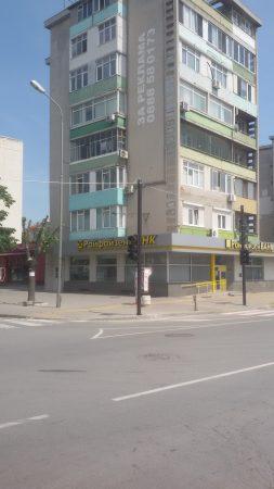 Светофарът пред пазара вече работи с жълти светлини
