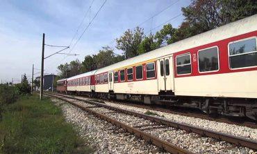 Влак блъсна кола край Стралджа