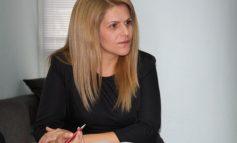 Народният представител от ГЕРБ Мария Белова поздравява здравните работници