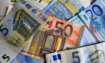 Мъж пробутва фалшиви банкноти от 20 евро в игрална зала