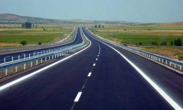 Камион с фураж се обърна на магистралата в Сливенско, движението е затруднено