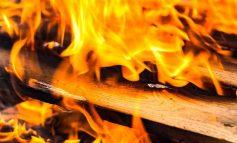 Пожарникари гасиха боклуци в циганската махала на Нова Загора