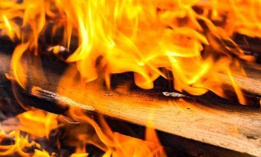 Газова бутилка подпали къща