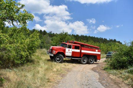 9 пожарни, военни и горски гасят край Котел. Чакат хеликоптер