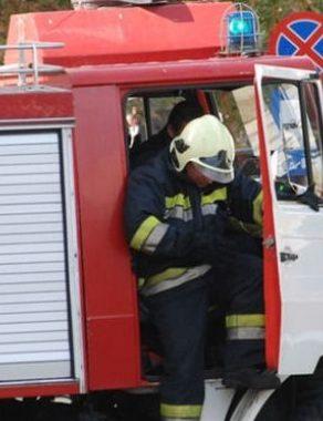 Пожарникари отводняваха мазе