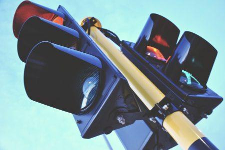 Читатели сигнализират за проблем с важен светофар