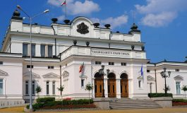 Фирмата, обвинена в кибертероризъм, хакнала и пръскачките пред Парламента
