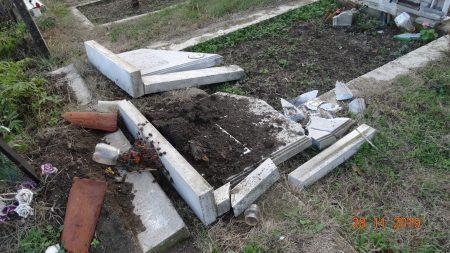 Вандали оскверниха 19 гроба в Нова Загора