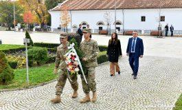 Посланичката на САЩ поднесе цветя пред паметника на Хаджи Димитър