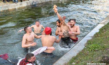 Антони Андонов извади за трети път кръста в Сливен