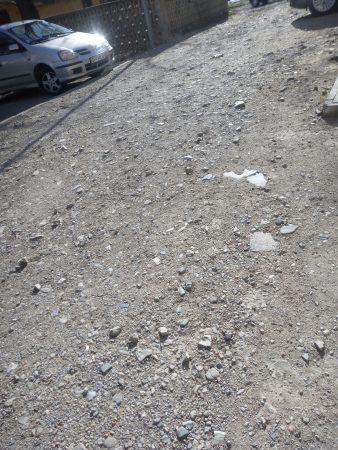 """Читателски сигнал: Милиони за кварталите, а """"на пъпа"""" на града газим кал"""