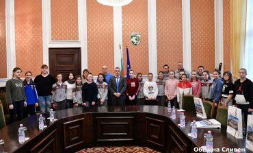 Млади баскетболистки от Воронеж гостуваха на кмета