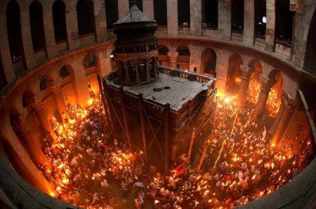 На Велика събота всеки може да види чудо – слизането на Благодатния огън