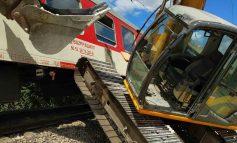 Катастрофа между пътнически влак и багер на гара Синдел