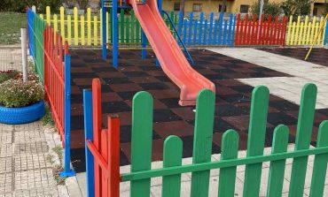 Съветници и младежи от ГЕРБ-Сливен обновиха детска площадка