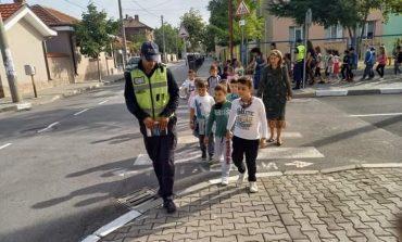Полиция и ученици в открит урок по пътна безопасност в Нова Загора