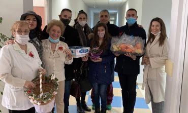 Съветници и младежи от ГЕРБ-Сливен поздравиха лекари и акушерки за Деня на родилната помощ