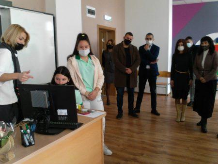 """Виртуална лаборатория по природни науки бе открита в ОУ """"Панайот Хитов"""""""