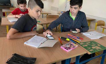 """Ползата и вредата от мобилните устройства коментираха ученици от ОУ """"Димитър Петров"""""""
