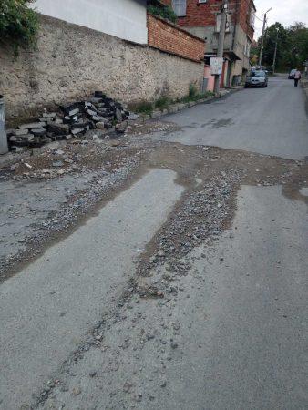 """Жители на """"Клуцохор"""" настояват за асфалтиране на разкопана улица"""