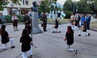 Деца от театралната студия към Военния клуб развълнуваха сливналии на честването на Левски