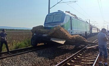 Влак за Сливен блъсна камион