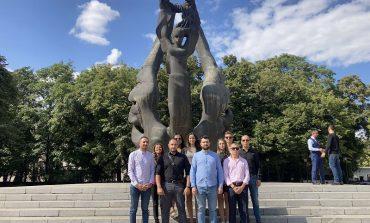 Младежи от Сливен се включиха в инициативата на МГЕРБ по повод 136-годишнината от Съединението в Пловдив