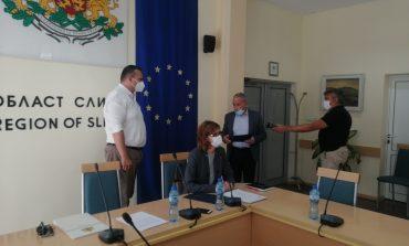 25 000 са напълно ваксинирани в Сливенско, наградиха най-активната болница и лекар