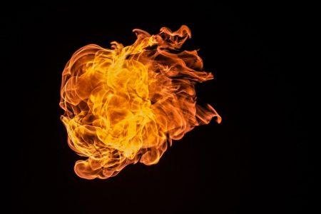 Фризер подпали магазин в Кермен