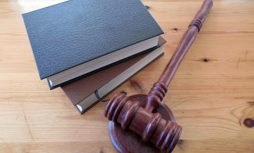 Съдят мъж за палеж на къща и плевник в сливенско село