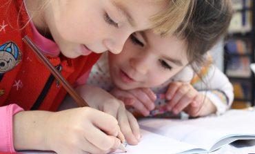 Продължава приемът на заявления за подпомагане на първокласници