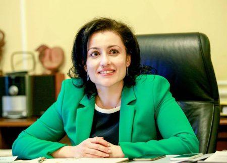 Министър Танева: Не е редно в момента да търсим кой е виновен, трябва да спасим сектора