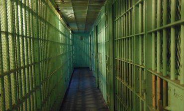 Двама остават зад решетките заради побой и грабеж в дома на 67-годишна жена
