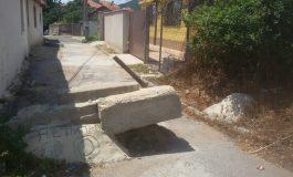 Отварят за движение запушена с бетонен блок улица в Сливен?