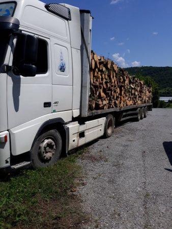 Ето го камиона, задържан с 50 кубика незаконна дървесина