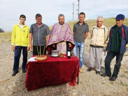 Осветиха кръста край магистралата до град Кермен