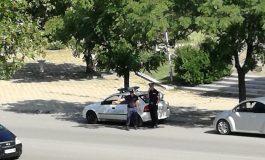Професионализъм: Сливенски катаджии спират коли и със счупена палка