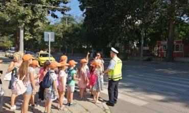 Сливенски деца показват знания по пътна безопасност