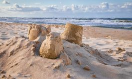 Деца откриха човешки кости на популярен плаж