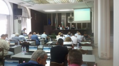 Съветниците претупаха последната сесия от мандата за по-малко от час