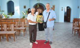 ГЕРБ дари икона на църквата в Мечкарево