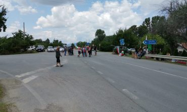 Вдигнаха блокадата на пътя Сливен - Ямбол