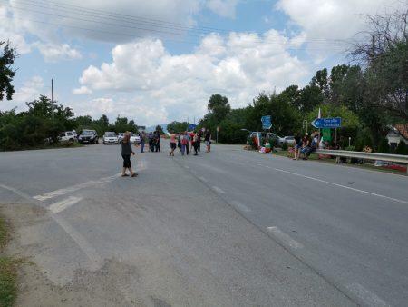 Животновъдите напускат протеста: Идват да ни яхнат