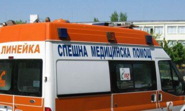 Кола блъсна каруца, две деца са в болница