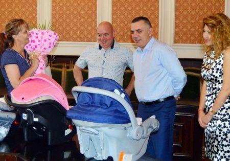Общината с подарък към първите тризнаци, родени с помощта на фонд ин витро