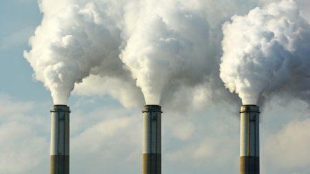 Жителите на Нова Загора се оплакват от обгазяване със сероводород
