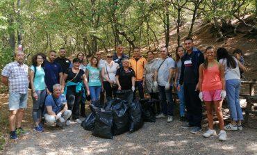 """ГЕРБ-Сливен подкрепи инициативата """"Да изчистим България заедно"""" и се включи в почистването на ПП """"Сините камъни"""""""