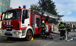 Пожарникари отстраняваха паднало на пътя дърво