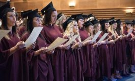 34 медицински сестри и акушерки взеха дипломи